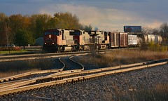 Sunny Side (Wide Cab) Tags: sun cn train switch track heat siding curve freight glint canadiannational crossover manifest menashawi a447 foxriversub shawanosub stroebesiding stroebe
