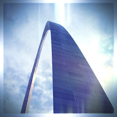 St Louis arch (abnoon) Tags: stlouis landmarks missouri squareformat stlouisarch iphoneography hipstamatic photoforge2