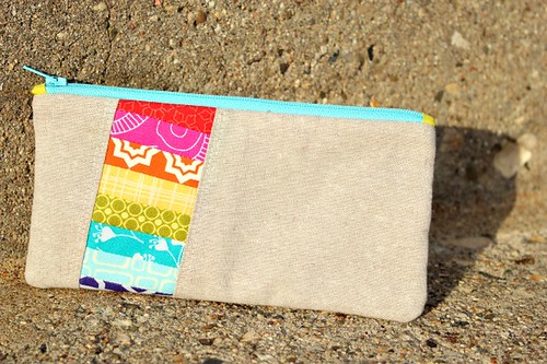 pretty {little} pouch.