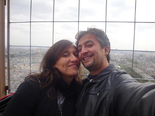 Gli sposi Eva e Davide, un loro selfie