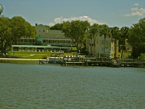 lakeside-Inn