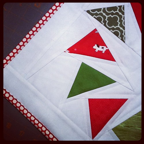Christmas mini quilt complete.