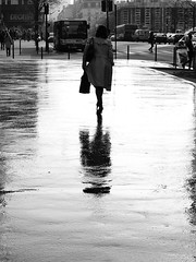 After work (vieweronline) Tags: street light paris france monochrome silhouette contrast candid streetphotography streetscenes candidshot strongcontrast g12 canong12