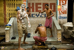 Bath time. (PawelBienkowski) Tags: poverty india bath homeless poor streetlife indie kolkata indien calcutta urbanpoor waterproblem