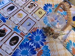 carte, fiori e tè