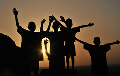 Tramonti d'Africa (Maurizio Casadei) Tags: africa shadow montagne tramonto bambini sudan ombre sole montagna luce nuba gruppo silenzio nubamountains oltusfotos koinoniacommunity