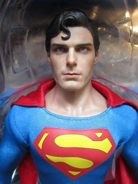 IMG_0942HOT TOYS SUPERMAN THE MOVIE CHRISTOPHER REEVE ACTION FIGURE ROCKETRAYGUN