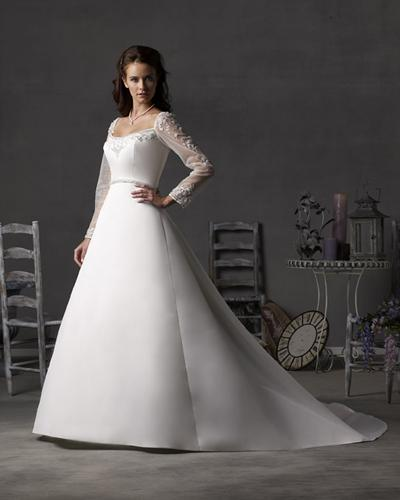 wedding dress with long sleeves VNeck with large skirt wedding dress has