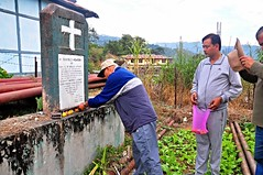 (Retired) Col.D.P. Agarwal paying floral tribute at the memorial stone of Capt.L.R.Sailo, I.F.A.S(Indian Frontier Administrative Service)at Daporijo (NƸ̵̡Land) Tags: arunachalpradesh ifas daporijo uppersubansiri coldpagarwal eddykharbi captlrsailo politicalofficernefa
