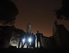 Quizás son los monjes... (Toni Iglesias ) Tags: barcelona luz luces noche rojo personas tokina grupo catalunya iglesias nocturnas 116 abandonado montnegre largaexposición linternas ermitas 1116 400d afes tapioles