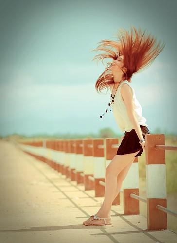 [フリー画像素材] 人物, 女性 - アジア, 髪がなびく, 人物 - 横顔・横を向く, 人物 - 目を閉じる, ブラウス ID:201110090600
