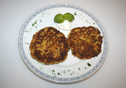 27 - Pastinaken-Puffer / Parsnip pancakes - serviert