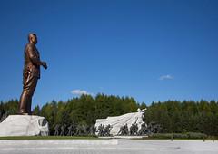 Samjiyon Grand Monument - North Korea (Eric Lafforgue) Tags: war asia korea asie coree northkorea dprk coreadelnorte 2583 nordkorea 북한 北朝鮮 корея coreadelnord 조선민주주의인민공화국 северная insidenorthkorea 朝鮮民主主義人民共和国 rpdc βόρεια kimjongun coreiadonorte เกาหลีเหนือ