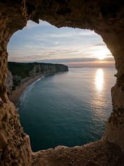 Falaise d'Etretat, Normandie - Etretat cliff, Normandy (jeff_006) Tags: sunset sea cliff mer france beach rock landscape normandie framing paysage normandy falaise plage rocher cadre etretat coucherdesoleil 918 océan naturalframes gh1