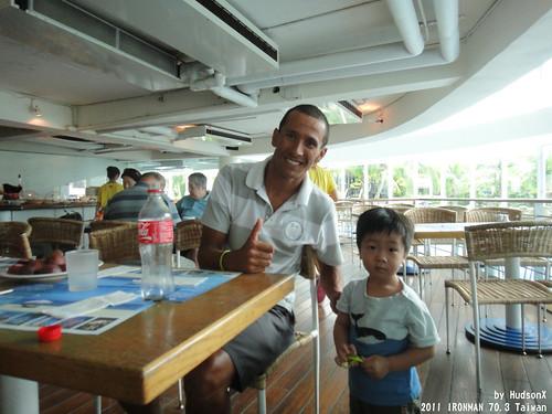 勛弟和Ironman世界冠軍MACCA合影2