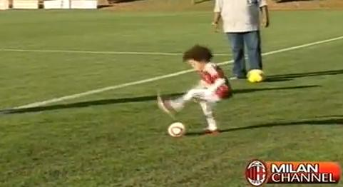 Too Cute: Robinhos son shows off his awesome step over skills at AC Milan