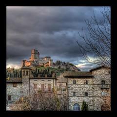 Assisi, Rocca Maggiore (R.o.b.e.r.t.o.) Tags: italy nikon italia pg roberto assisi umbria larocca d700 hdr9raw
