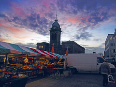 Chesterfield Market Square (Dunc(an)) Tags: sunset sky cloud car night square lights traffic market dusk derbyshire van pinksky chesterfield whitevan marketstall markethall chesterfieldmarket