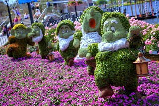 Lead the way, Happy (Seven Dwarves Topiary, Ep...
