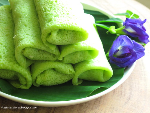 Kuih Ketayap (Crepe with sweet coconut filling)
