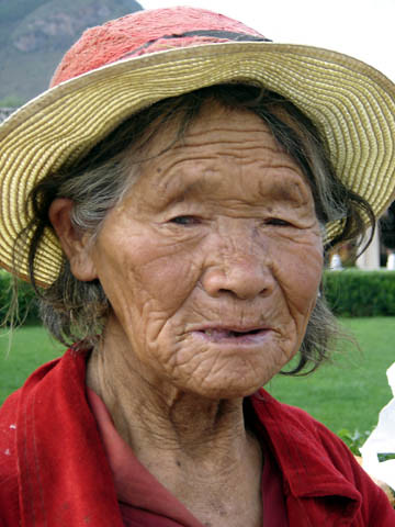 Farmer, Yunnan Province, China. Photo by Francis Murray, 2006
