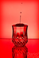 Shot (Deaerreio) Tags: madrid light red espaa luz cup glass studio photo spain rojo foto shot background sony flash estudio drop rey garcia gota splash fotografia alpha fondo copa vaso iluminacion dario 550 chupito erre pohotography strobist erreeigriega eigriega geaerreceia