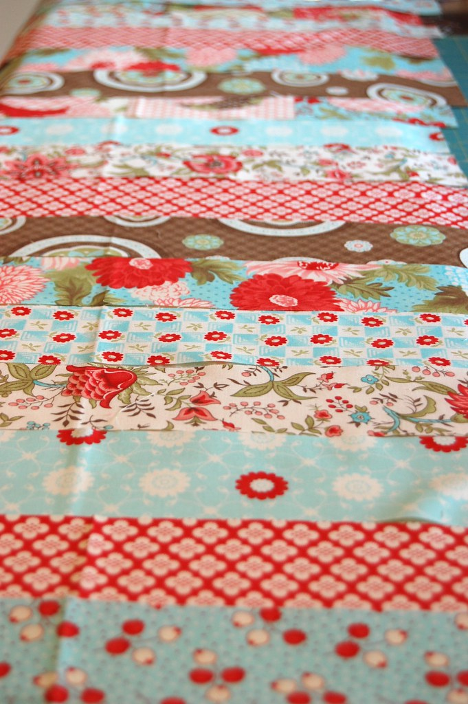 Bliss Tablerunner - strips arranged