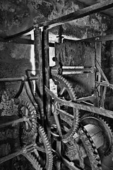 engranaje (Antonio MalaMente) Tags: blackwhite antigua maquina engranaje