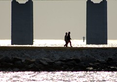 Sound Walkers (brandsvig) Tags: bridge sea sunshine skne sweden sound sverige bro walkers malm hav sund resundsbron solsken