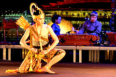 Stories from the Ramayana #2 (chooyutshing) Tags: public festival indonesia asian singapore outdoor performance esplanade rasas ramayana dances 2011 dacs javaneseclassicaldance wayangwongsarakarta dancetheatretroupe ancienthinduepic