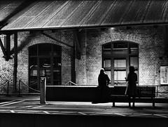 [フリー画像素材] 建築物・町並み, 人物 - 建築物・町並み, 鉄道駅・プラットフォーム, 風景 - スウェーデン, モノクロ ID:201111042000