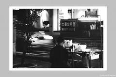 Waiting for buyers () (Leche con Compasio) Tags: people bw film market taiwan hc110 taipei   iso320  selfdeveloped agfaapx100  nikkor105mmf28  nikonf2as  dilutionh blackwhitephotos