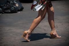 3353tw (Chico Ser Tao) Tags: street brazil woman sexy braslia brasil walking women df highheels legs mulher pernas rua mulheres tatoo caminhada voyer distritofederal tatuagem saltoalto voyerismo tatuagen