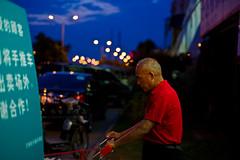 () Tags: china leica people night wuxi bokeh snapshot documentary rangefinder oldman supermarket streetshot m9  carlzeiss zm  leicam9 csonnart1550
