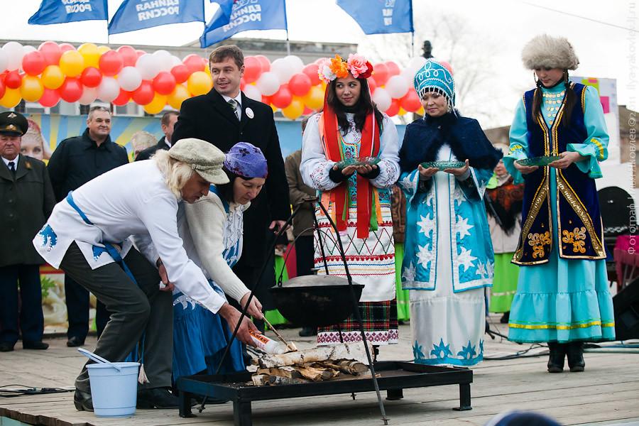 20111104-0129-Chebarkul-festival-pelmeney
