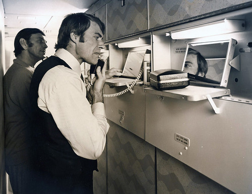 Boeing 747 Qantas 1970s shaver bar