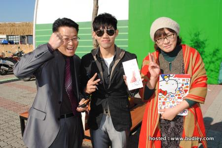 with some Korean asking for my signature in Geumsan World Ginseng Expo,Geumsan,Korea