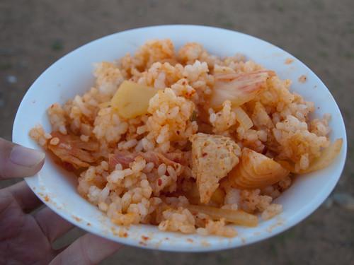 Arroz con tofu y cebolla