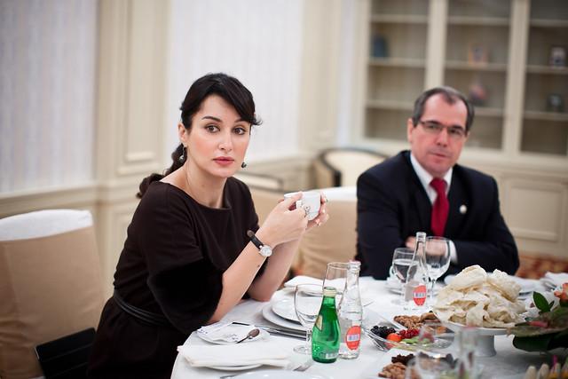 Тина Канделаки и Альберт Гильмутдинов за столом