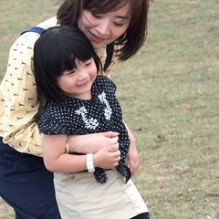 (vivienne*) Tags: family happy weekend tenderness olmypus 塔門 leica50mmf2summicron 海邊野餐 penepl2