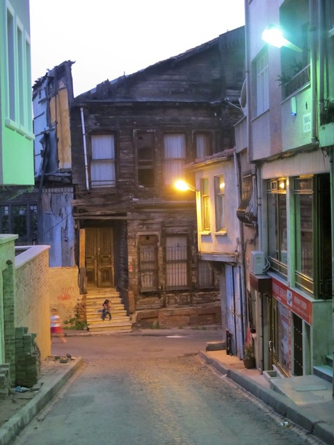 Istanbul, back streets of Sultanahmet at night