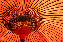 Parasol (Teruhide Tomori) Tags: red japan kyoto parasol