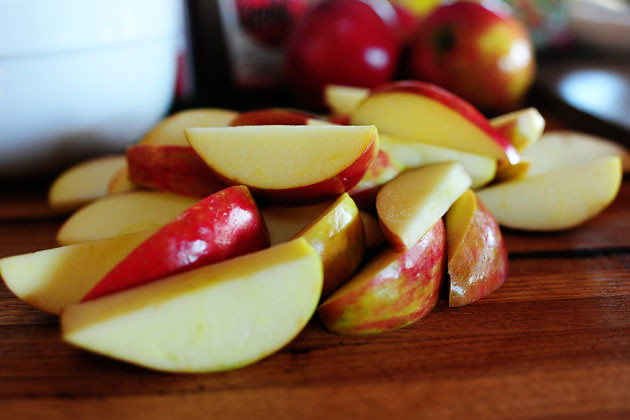 Жаркое из свинины с яблоками