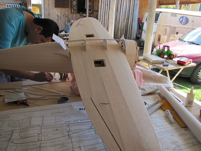 Montagem gratificante P-47 Thunderbolt Do Kit ao AR - Página 2 6287076189_2166b04753_z