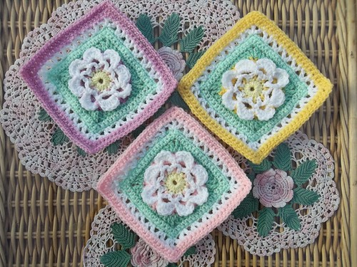 'Highland Rose' based on a pattern ny K. Ferguson. These Flower Squares are the prettiest things!