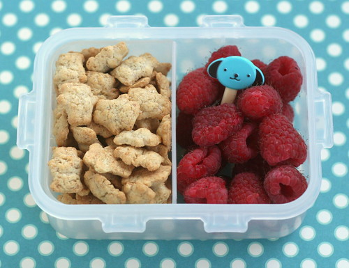 snack box - grahams and raspberries