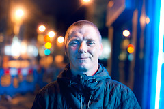 Derek (TGKW) Tags: street light portrait people man bar night standing bokeh expression glasgow derek fluorescent gordon nightlife 2248 newsagents