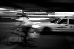 (Christian DF) Tags: street city people bw usa ny newyork car bike night america noche unitedstates taxi movida bn coche eua bici northamerica moved states eeuu cdf suenyospolares sueñospolares christiandf christiandfes christiandomínguez
