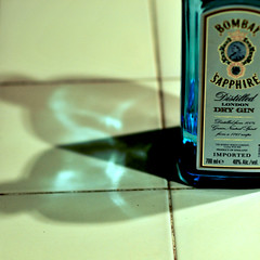 gin (Andrew Sampson (andrewtakeslotsofphotos) on insta) Tags: blue nikon 85mm bombay gin glas d300 saphire
