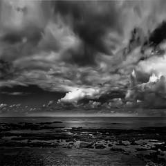 ... la Galizia si allarga nell'infinito universo ... (UBU ♛) Tags: blancoynegro water blackwhite noiretblanc kodak dreams biancoenero oceano bluacqua ©ubu blutristezza unamusicaintesta landscapeinblues bluubu luciombreepiccolicristalli